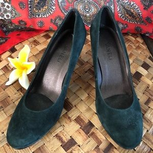 NWOT. Vaneli Green Suede Heels